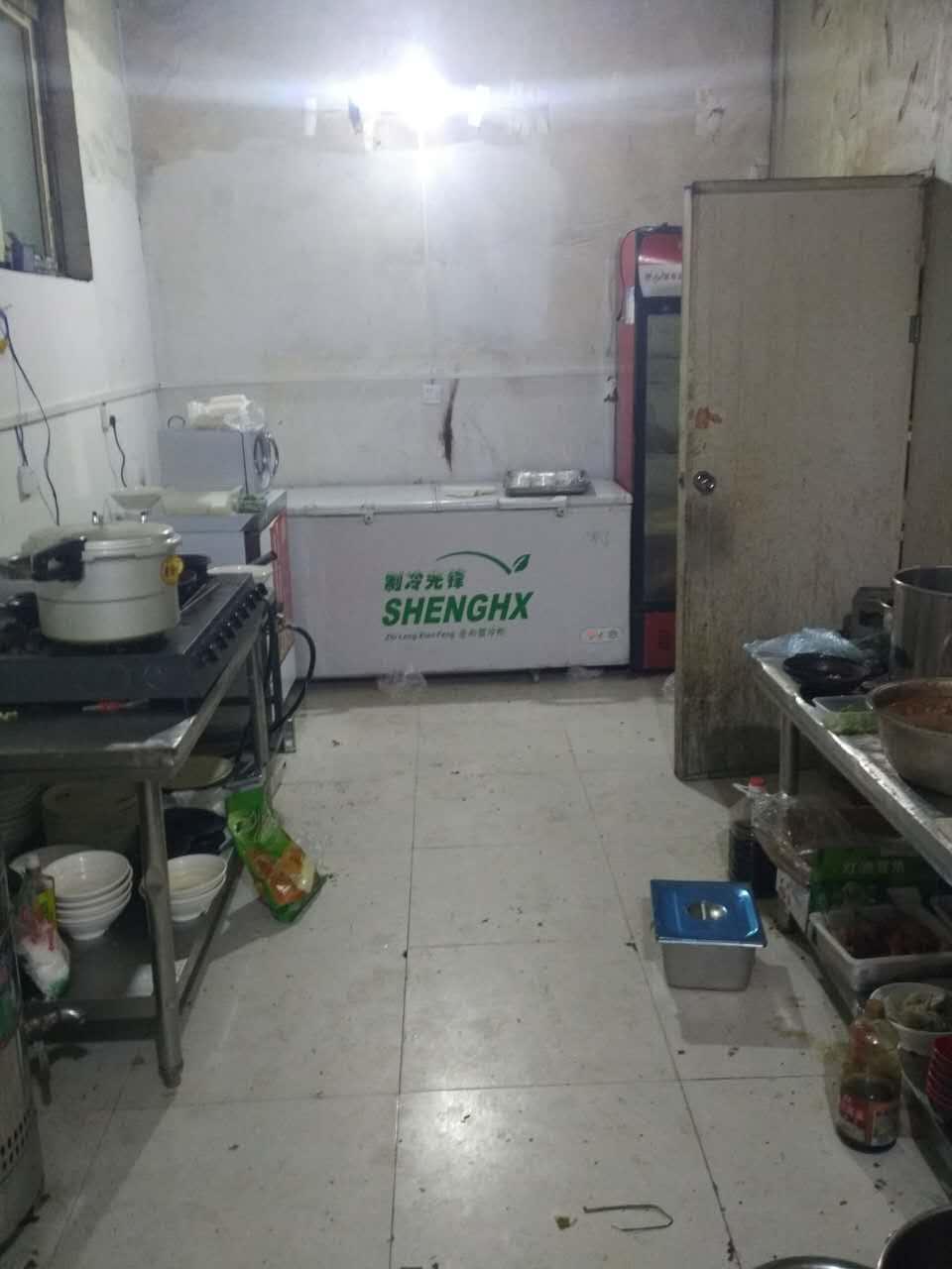 本站刀削面加盟客户 厨房内部图